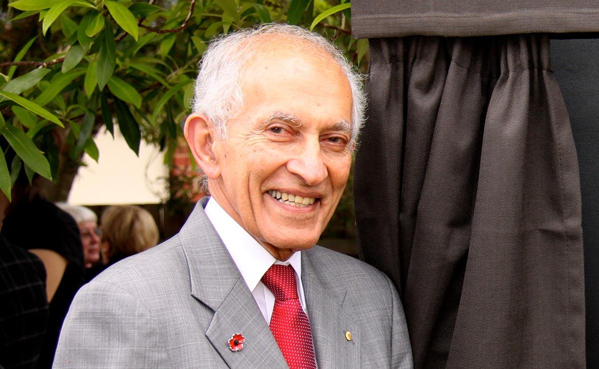 Prof David de Kretser AC